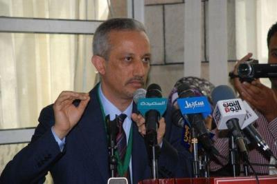 شوقي هائل: لن أستقيل من منصبي ورئيس الحكومة والوزراء هم سبب المشاكل في تعز