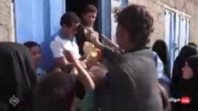 أحمد السعيدي.. شاب يمني يحارب الفقر وال