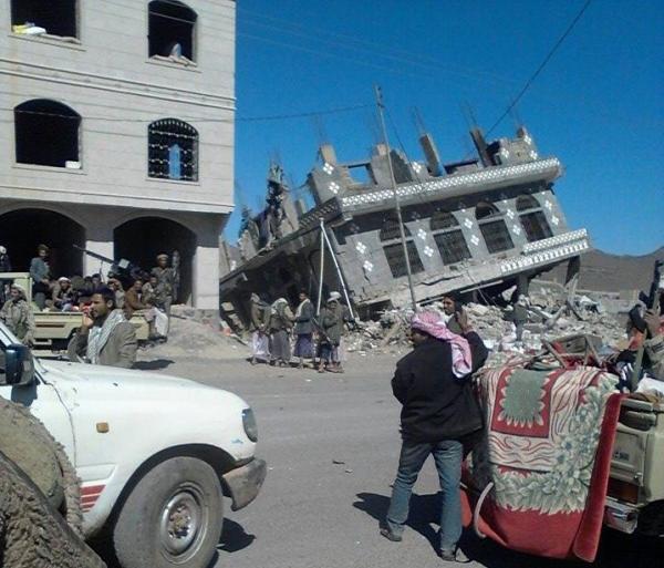 (بالصور والفيديو).. الحوثيون يفجرون منز