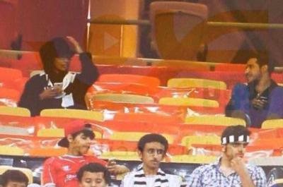 بالفيديو: فتاة سعودية متنكرة لحضور مبا