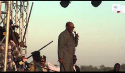 بالفيديو.. الرئيس السوداني يردد نشيد ا�