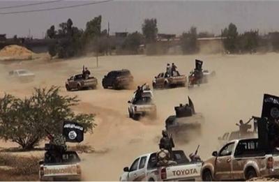 """شاهد فيديو معركة مباشرة.. واقتحام داعش لـ""""عين الأسد"""" واستغاثات الجنود بعلي والحسين"""