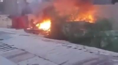شاهد بالفيديو: انفجار مخزن للألعاب النارية وسط صنعاء