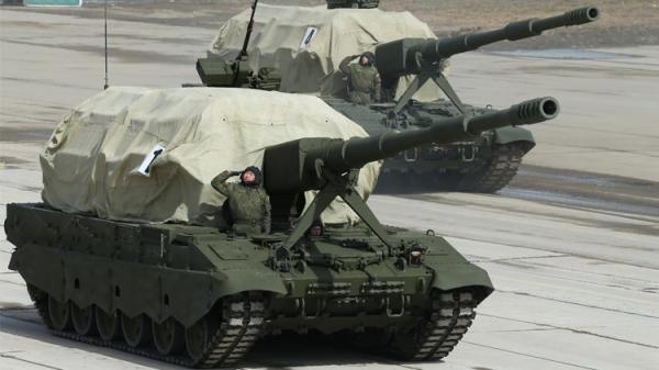 """وزارة الدفاع الروسية ترفع النقاب عن دبابة """"أرماتا"""" (فيديو)"""