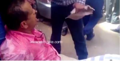 بالفيديو.. مواطن يمني يرغب بالعودة إلى اليمن يغمى عليه أمام السفارة بالقاهرة