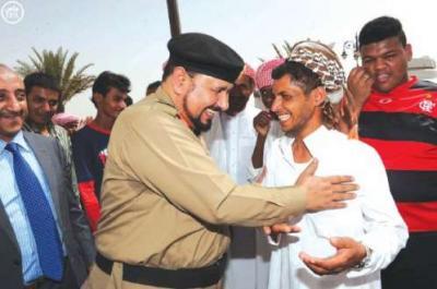 شاهد فيديو.. رد عامل يمني على دورية سعودية