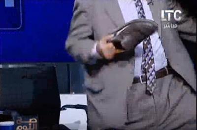 ضرب مفتي أستراليا بالجزمة على قناة مصرية - فيديو