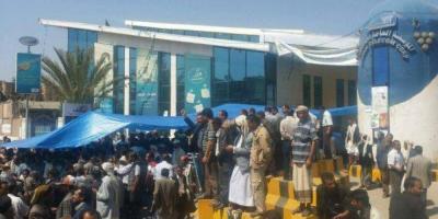احتجاجات وتوتر داخل المؤسسة العامة للاتصالات والحوثييون يعتقلون عشرات الموظفين (فيديو)