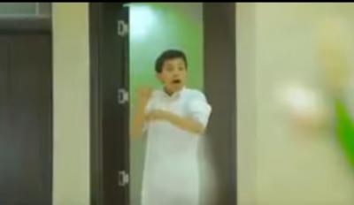 فيديو مقطع فيديو مؤثر لطفل ينصح والده بعدم التكاسل عن الصلاة