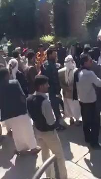 طبيبة تواجه حوثي بشراسة داخل مستشفى الثورة عندما حاول سحب تلفونها (فيديو)