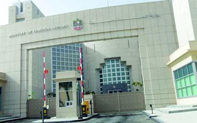 الخارجية الاماراتية: أحمد منصور في السجن المركزي وأسرته تستطيع زيارته