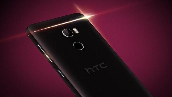 إتش تي سي تطلق هاتفا رخيصا بمواصفات مميزة