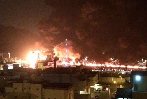 شاهد فيديو.. حريق هائل على طريق مكة - جدة الزايدي يحول ليلها إلى نهار