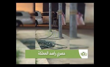 شاهد بالفيديو لحظة القبض على الامير المعتدي سعود بن عبدالعزيز الذي اعتدى على يمني وسعوديين واقتياده من قبل الشرطة