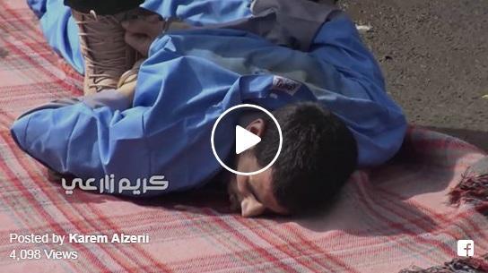 فيديو يظهر لحظة تنفيذ حكم الإعدام بحق مغتصب وقاتل طفلة بصنعاء.. وكيف حاول النهوض بعد إطلاق النار عليه ولماذا قفزت النساء