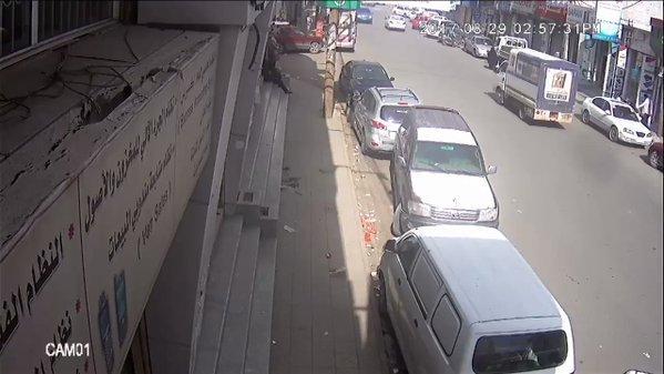 المحامي «المسوري» ينشر فيديو لحظة تحرك الجناة من جوار منزله ومراقبته