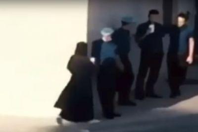 """شرطة مكة توضح ملابسات فيديو """"لقاء المنتقبة وعامل المطعم"""""""