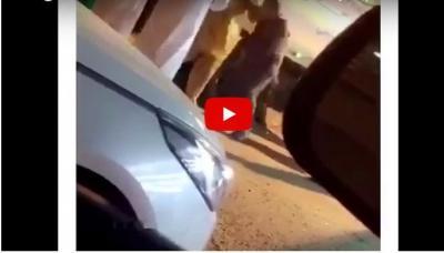 فيديو.. سائق باكستاني يضرب سعودي بعنف.. ركله وطرحه أرضًا بسرعة قياسية
