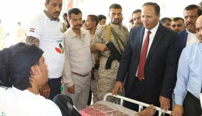 الحكومة تبدأ إجراءاتها لصرف المرتبات في أول محافظة خاضعة لسيطرة الحوثيين