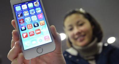 بالصور .. كيف تزيد عمر بطارية هاتفك 4 ساعات كاملة في اليوم الواحد