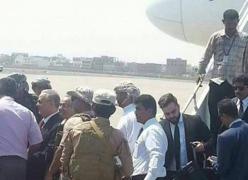 """عاجل : محافظ العاصمة عدن """"المفلحي """" يصل إلى مطار عدن الدولي (صورة)"""