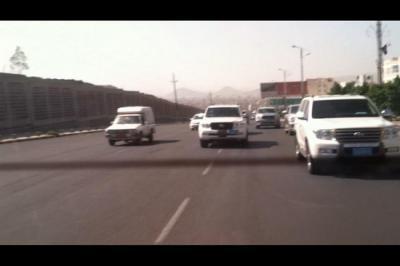 شاهد بالفيديو: الدقائق الاخيرة للجنرال علي محسن في العاصمة صنعاء