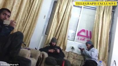 """شاهدوا بالصورة ولأول مرة الوجه الحقيقي لـ """"سفاح داعش !"""
