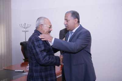 """الرئيس الاسبق علي عبدالله صالح ينشر فيديو له قبل قليل مع قيادت مؤتمرية كبيرة """"شاهد"""