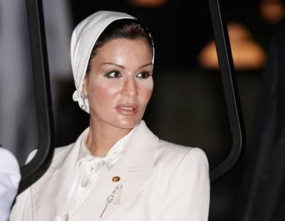 أول ظهورتلفزيوني للشيخة موزة منذ أزمة قطر توجه رسالة قوية لدول المقاطعة (فيديو)