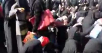 شاهد بالفيديو: مسيرة حاشدة لنساء صنعاء يطلبن بجثة الرئيس السابق صالح