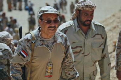 هكذا رد الفريق علي محسن الأحمر على إعتقال نجله وإقتحام منزله في سنحان!