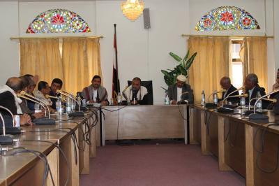 صنعاء:اللجنة الوزارية تعقد اجتماعاً مع تجار المواد الغذائية والغرف التجارية لبحث تداعيات ارتفاع الأسعار