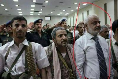 اليمن: ناشطون ينشرون صورة لمحافظ الحديدة الجديد الذي عينه هادي وهو برفقة القيادي الحوثي أبو علي الحاكم (صورة)