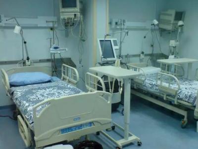 مستشفى مصري تطرد مسنة من العناية المركزة وهي عارية (فيديو)