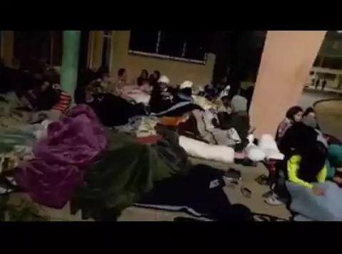 طالبات مغربيات يفترشن العراء احتجاجا على تعرضهن للتحرش الجنسي (فيديو)