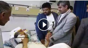 اليمن : عبدالملك الحوثي يرسل مبعوثاً خاصاً للشيخ المصاب (المصري) ومحمد الحوثي يخاطبه: أنت السكين ونحن اللحم (فيديو)
