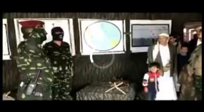 شاهد بالفيديو : العميد طارق صالح يفتتح صالة المجد الحربي لقناصة معسكرالملصي التابعة للحرس الخاص بصنعاء