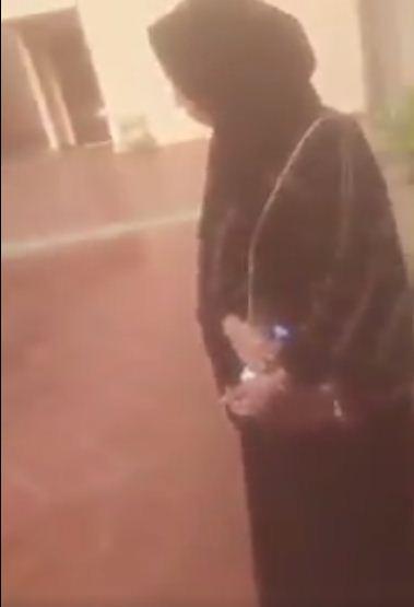 شاهدوا بالفيديو امير سعودي كيف يعتدي على النساء وايضا يوثق بالهاتف