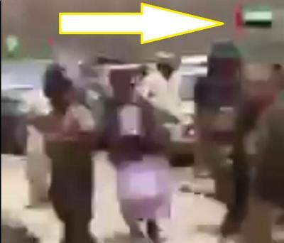اليمن : شاهد بالفيديو اعدام اربعة اشخاص ذبحا بالسكاكين في عدن ثم رميا بالرصاص ورافعين علم الامارات