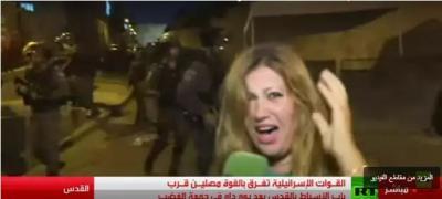 شاهد بالفيديو : كيف اعتدى جنود الاحتلال الاسرائيلي على مراسلة روسيا اليوم اثناء تغطيتها المباشرة على احداث القدس