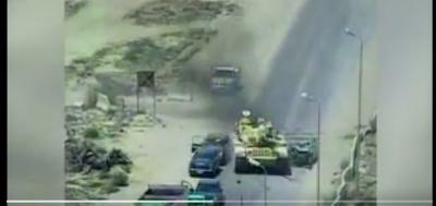 شاهد بالفيديو كيف احبط  قائد مدرعة عسكرية عملية إرهابية بسيارة مفخخة في مصر