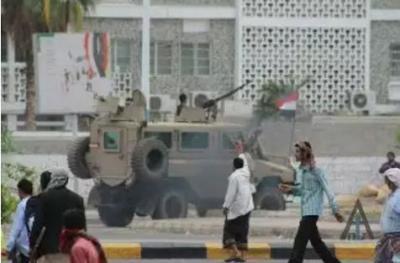 شاهد بالفيديو اشتباكات مسلحة عنيفة وسط عدن جنوب اليمن