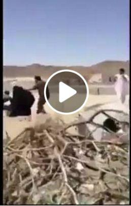 شاهد بالفيديو كيف تعامل الامن السعودي مع النساء بالضرب والاهانة