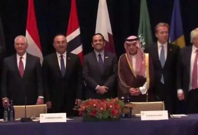 شاهد بالفيديو جاويش أوغلو يطلب من وزير خارجية قطر مصافحة وزير خارجية السعودية ولكن هذا ما حصل
