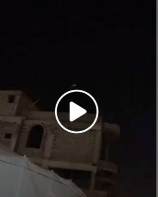 بالفيديو هلع خليجي من سقوط جسم غريب يقال انه قمر روسي وهم يصرخون بأنه صاروخ